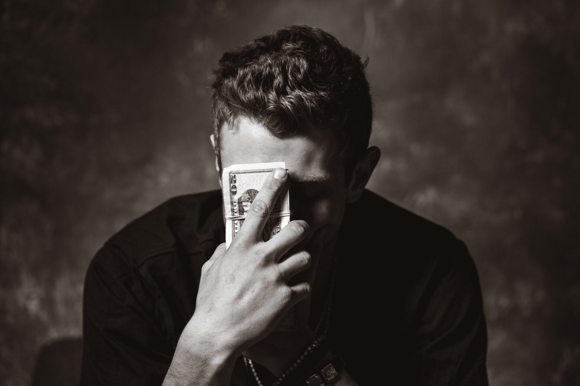 Varför är du så fruktansvärt usel på att hantera pengar?